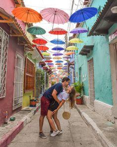 Los 10 lugares más fotogénicos de Cartagena - Peeking Places Japan Apartment, Couple Photoshoot Poses, Vacation Outfits, Travel Couple, Summer Travel, Couple Pictures, Love Photography, Best Photographers, Travel Pictures