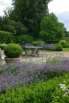 Via Nicholsons Garden Design. Formal Gardens, Outdoor Gardens, Amazing Gardens, Beautiful Gardens, Outdoor Rooms, Outdoor Living, Porches, Garden Spaces, Dream Garden
