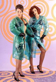 Bildergebnis für naked under raincoat Vinyl Raincoat, Pvc Raincoat, Plastic Raincoat, Plastic Pants, Imper Pvc, Rain Fashion, Women's Fashion, Plastic Mac, Green Raincoat