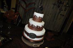 Art AMAZIN weddin cake and western topper! Western Theme Cakes, Western Wedding Cakes, Rustic Wedding, Our Wedding, Dream Wedding, Western Weddings, Themed Weddings, Wedding Things, Wedding Ceremony