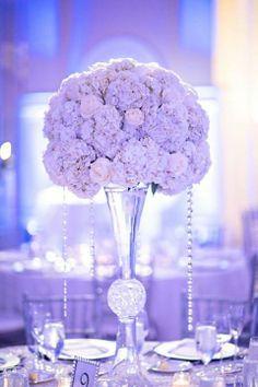 Verlobung feiern edel Tischdeko Arrangement Rosen