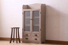 ペイント家具 ダイヤガラス入り!レトロな雰囲気のペイント本箱(収納棚、戸棚、食器棚)