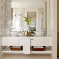 A bathroom that excels all expectations Do you want something like this? Bathroom Spa, Modern Bathroom, Small Bathroom, Wc Decoration, Rustic Vintage Decor, Home Interior, Interior Design, Vanity Design, Bathroom Furniture