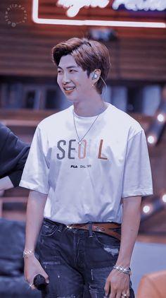 Hoseok, Namjoon, Bts Memes, Bts Group Photos, Boys Wallpaper, Worldwide Handsome, Bts Lockscreen, Rap Monster, Bts Pictures