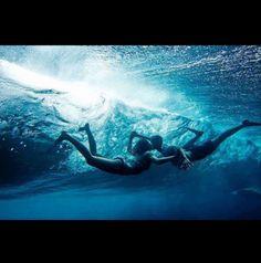 Quero mergulhar em seu amor.....nadar fundo e sem medo de me afogar....porque seus braços estarão em minha proteção. Seus olhos sempre estarão atentos a mim. Sua boca estará preparada para respiração boca a boca...e seguirei assim nas águas do teu amor