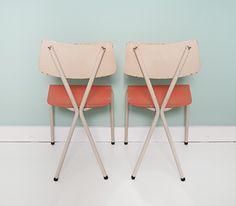 Pastel #retro stoeltjes, uniek! | via feestrijk