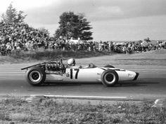 Bruce McLaren at Watkins Glen 1966 (McLaren M2B)