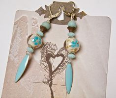 Boucles d'oreilles romantiques, dormeuses, émail bleu, perles verre, métal argenté : Boucles d'oreille par mes-creations-plaisir
