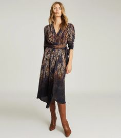 Esther Blue Print Printed Wrap Front Dress – REISS New Outfits, Trendy Outfits, Fashion Outfits, Fall Outfits, Women's Fashion, Reiss Dresses, Blue Dresses, Iconic Dresses, Elegant Dresses