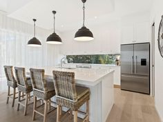 Verto Kitchens   Miami  This over sized island bench with the pendant lighting is a great focal point to this kitchen. Kitchen Island Bench, Kitchen Island Lighting, Kitchen Pendant Lighting, Kitchen Pendants, Kitchen Reno, Pendant Lights, Kitchen Ideas, Lights Over Island, Farmhouse Kitchen Lighting