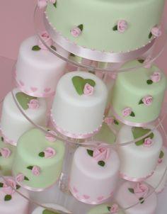 Hearts-and-Roses-Mini-Cakes1.jpg (1485×1901)