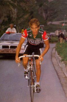 Andrew Hampsten, (Andy Hampsten) (nacido el 7 de abril de 1962 en Columbus) es un ex ciclista estadounidense, profesional entre los años 1985 y 1996, durante los cuales consiguió 21 victorias. Tras ganar el Giro de Italia 1988, se convirtió en el primer ciclista no-europeo en ganar la ronda italiana, y lo hizo con una gran brillantez en la alta montaña. Al año siguiente, volvería a subir al podio, pero esta vez como 3.er clasificado.