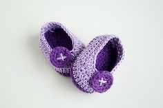 VIOLET BUTTERFLY – FREE Crochet Baby Booties | Croby Patterns