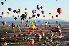 3) Albuquerque International Balloon Fiesta: EUA  El festival de globos aerostáticos se realiza en Nuevo México, Estados Unidos. Son nueve días en los que se lleva a cabo la exhibición anual. Cabe destacar que es el más grande del mundo, con más de 500 globos en el evento.