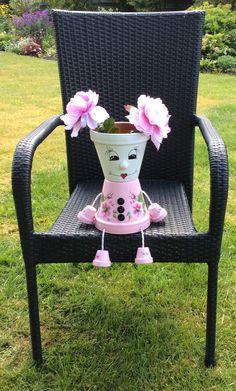 Urtepotte Flower Pot Art, Flower Pot Crafts, Clay Pot Crafts, Flower Pot People, Clay Pot People, Painted Plant Pots, Painted Flower Pots, Cheap Christmas Crafts, Decorated Flower Pots