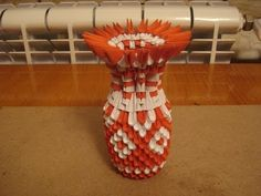 How to - Origami Vase Origami 3d, 3d Origami Tutorial, Origami Videos, Oragami, Origami Paper, K Crafts, Paper Crafts, Quilling, 3 D
