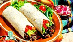 Burrito El burrito es una comida típica de la tradición culinaria mexicana que se extendió a los Estados. Una tortilla de harina de trigo que después de ser calentada, se envuelve en carne de res, pollo o cerdo convirtiéndose así en una comida de la calle que se puede disfrutar por las calles de la ciudad, es un platillo típico de Ciudad Juárez Chihuahua.