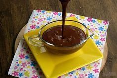 Calda deliciosa de chocolate para servir com sorvete, bolo, fruta ou o que quiser.. Chocolate Recipes, Chocolate Fondue, Chutney, Chocolates, Pasta, Recipe Using, Deli, Syrup, Food And Drink