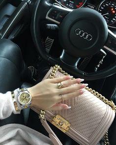 28 Beautiful High End Fashion Designer Bags Luxury Bags, Luxury Handbags, Fashion Handbags, Fashion Bags, Luxe Life, High End Fashion, Handbags On Sale, Chanel Boy Bag, Chanel Pink