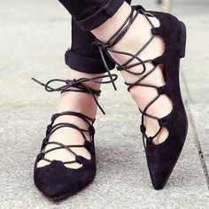 Lovely Cross Tied Lace Up Flat Shoes