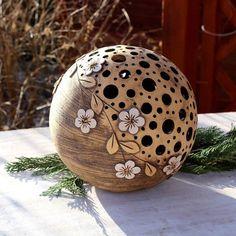 Decorative light balls by Mo Keramik Pottery Painting, Ceramic Painting, Ceramic Art, Ceramic Pottery, Pottery Art, Coconut Shell Crafts, Image Pinterest, Decorative Gourds, Gourds Birdhouse