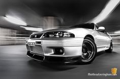 love this car Nissan Skyline Gtr R33, R33 Gtr, Nissan Gt, Nissan Infiniti, Car Shop, Nice Cars, Car Photography, Godzilla, Fast Cars