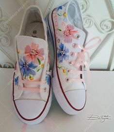 Painted Canvas Shoes, Painted Sneakers, Hand Painted Shoes, Painted Clothes, Custom Sneakers, Custom Shoes, Sneakers Fashion, Floral Sneakers, Flower Shoes