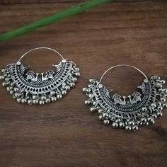 It is the beautiful Traditional Oxidised Silver Toned Chandbali Earring for Girls which is very pretty and best of quality. It is made up of Oxidised Jewelry Design Earrings, Gold Earrings Designs, Girls Earrings, Jewelry Mirror, Indian Jewelry Sets, Silver Jewellery Indian, Silver Jewelry, Antique Jewellery Designs, Fancy Jewellery
