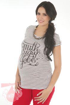 20f0ed92d Una  camiseta  moderna para  embarazadas. Clío  Ropa  Materna incorpora  prendas  sport para lograr un look  juvenil durante este proceso tan  espacial