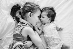 bébé et grande soeur