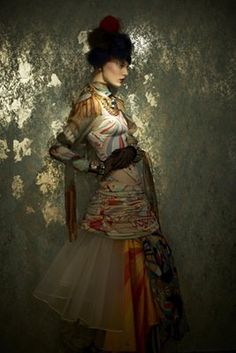 Lovely post on Klimt & the fashions in his paintings.  Great photos of Emilie Floge and the crazy reform dresses she designed.  With a bonus set of photos showing recent designs inspired by Klimt.  Love it.