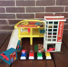 Vintage Fisher Price Play Family Action Garage Parking Ramp 930 Complete | eBay