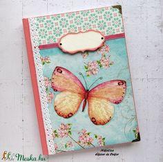 Türkiz-rózsaszín pillangó mintás napló (NikoLizaDekor) - Meska.hu Notebook, Monogram, Diy, Bricolage, Monograms, Do It Yourself, The Notebook, Homemade, Diys