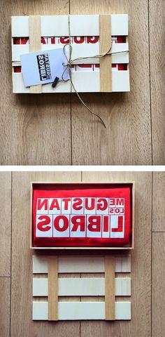 Caja artesanal de madera para regalos especiales.
