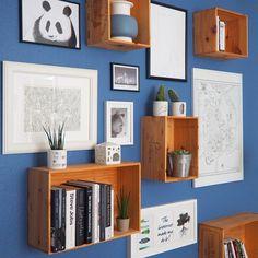 """""""Copenhagen Wall of Fame in my living room København i min stue. Det eneste sted hvor der ikke er hvidt, men knald på farven - blå. Tre store plakater…"""""""