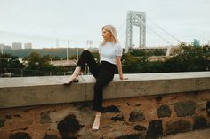 Capsule Outfits, Capsule Wardrobe, Brooklyn Bridge, Sustainable Fashion, White Gold, Zipper, Travel, Tops, Style