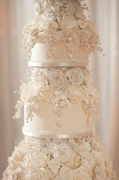 wedding cakes Unforgettable Miami Wedding with Acrobats, Tiger Cubs & Fireworks Extravagant Wedding Cakes, Fancy Wedding Cakes, Blush Wedding Cakes, Floral Wedding Cakes, Amazing Wedding Cakes, Wedding Cake Designs, Floral Cake, Cake Wedding, Wedding Veils