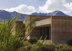dust architects / rammed earth tucson mountain retreat