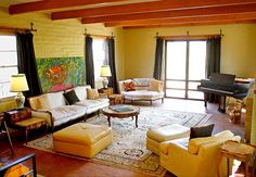 Don't love all the details, but the exposed beams and big windows--divine.
