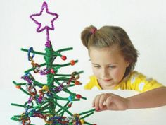 Pink and Green Mama: Kiwi CratePipe Cleaner Christmas Tree Craft Review