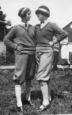 Helen Richey (on right), first woman pilot hired by an American commercial airline, and Amelia Earhart's co-pilot on a transatlantic flight. Great Women, Amazing Women, Old Photos, Vintage Photos, Amelia Earhart, Camping Outfits, Mode Vintage, Vintage Golf, Vintage Sport