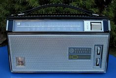 General Electric 10 Transistor Long Range AM Portable Radio P1970A