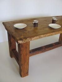 Stůl z tesaných trámů