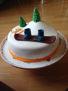 Snowboarding cake Snowboard Cake, Sport Cakes, Cupcakes, Cupcake Ideas, Snowboarding, Baked Goods, Birthday Ideas, Cake Decorating, Holidays