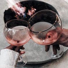 29 Wonderful Wine Dispenser Decanter Wine Dispenser And Chiller Disney Instagram, Instagram Girls, Instagram Ideas, Wine Dispenser, Alcoholic Drinks, Cocktails, Beverages, Fun Drinks, Vides