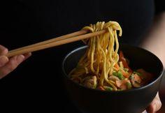 8 nagyon finom csirkés tészta 30 percen belül | NOSALTY Chow Mein, Chow Chow, Asian, Tortellini, Ravioli, Wok, Japchae, Spaghetti, Dinner