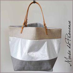 sac-cabas-en-tissu-argenté-et-cuir-detour-muse-de-provence