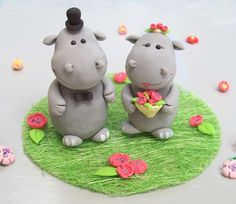 We love wedding cake toppers. Even more so when they are these cute rhinos! #zoowedding