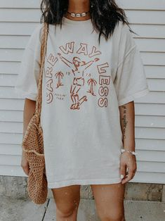 Trendy Outfits, Cute Outfits, Fashion Outfits, Graphic Tee Outfits, Graphic Tees, Graphic Tee Style, Oversized Graphic Tee, Oversized T Shirt, Surfer Style
