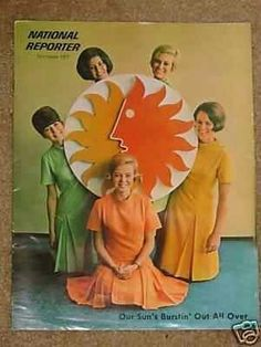 National Airline stewardesses holding the SunKing Logo Vintage Airline, Vintage Travel, National Airlines, Alaska Airlines, Aviation Industry, Sun Shine, Cabin Crew, Yesterday And Today, Air Force Ones